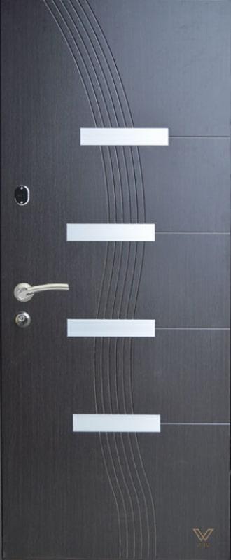 Двери бронированные с молдингом
