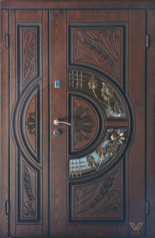 Вхідні двері з полімерними накладками, двополі з склопакетом та ковкою