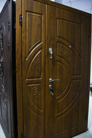 Вхідні двополі двері.